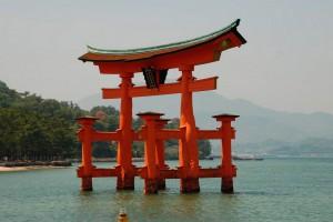 Floating torii at Itsukushima-jinja